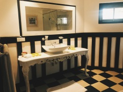 Oliphant Bungalow, Bathroom in a Room